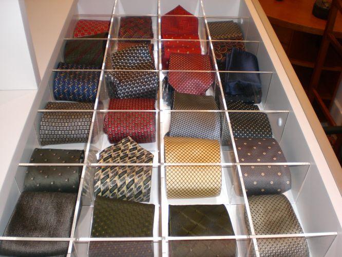 gravatas_organizando_guarda_roupa_masculino_shirtstock